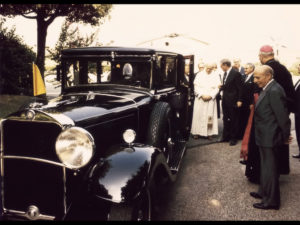 1930-Mercedes-Benz-Nurburg-460-Popemobile-In-1984-Pope-John-Paul-II-received-the-lavishly-restored-Mercedes-Benz-Nurburg-1024x768