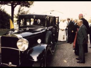 1930-Mercedes-Benz-Nurburg-460-Popemobile-In-1984-Pope-John-Paul-II-received-the-lavishly-restored-Mercedes-Benz-Nurburg-1024x768